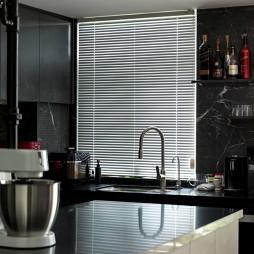 小户型也可以拥有炫酷的全黑色厨房_3763070
