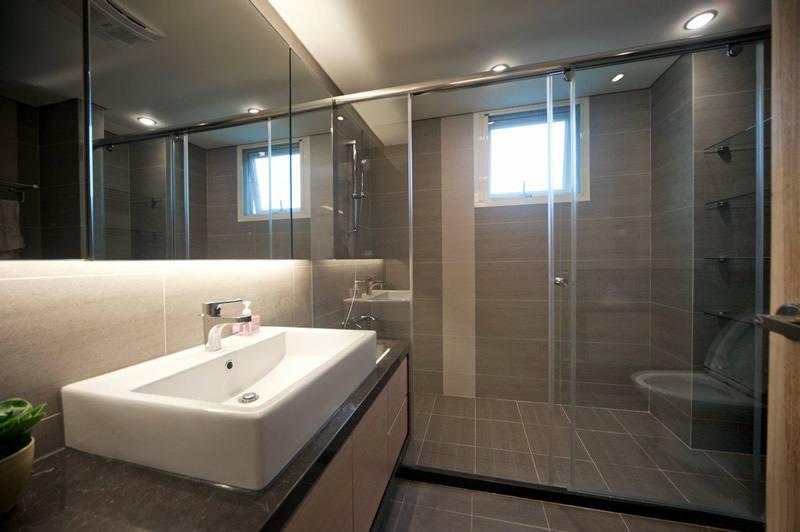 50平现代一居室卫生间