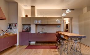 现代厨房枚红色橱柜装修效果图