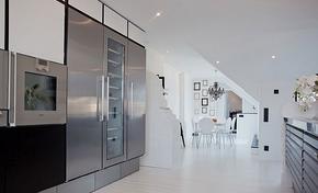 现代风格高档黑色系橱柜装修效果图