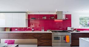 現代別墅枚紅色整體櫥柜裝修效果圖