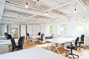 現代風格明亮辦公室裝修效果圖