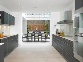 现代风格厨房橱柜装修设计效果图