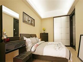 現代15平方婚房臥室裝修圖
