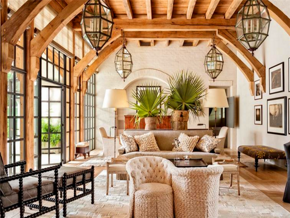 溫潤原木色歐式風格客廳吊頂裝修圖片