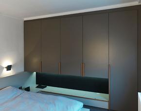 現代簡約臥室灰色定制衣柜裝修效果圖