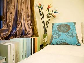 现代风卧室床头装修图片