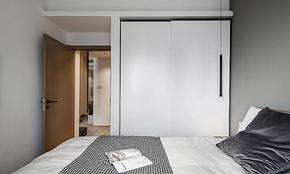 简约风格卧室纯白定制衣柜装修效果图