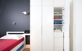 现代风格卧室白色衣柜装修效果图