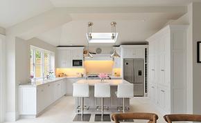 現代風格別墅廚房吧臺一體裝修效果圖