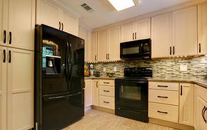 现代风格米色橱柜整体橱柜装修效果图
