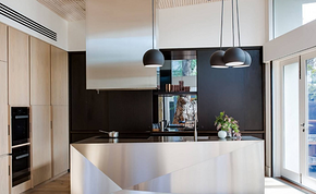 現代金屬風廚房櫥柜裝修效果圖