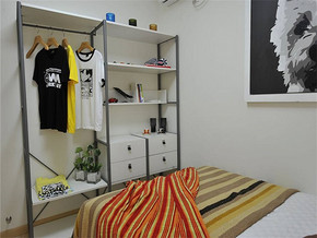 现代简约风次卧衣柜装修图片