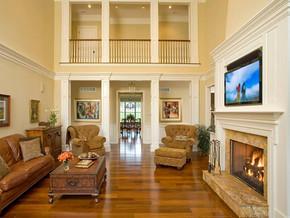 現代風格復式客廳電視背景墻裝修效果圖