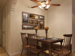 美式乡村风巧克力色餐厅家具图片