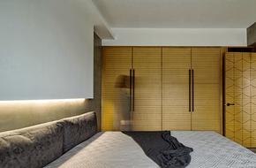 现代卧室四开门衣柜装修效果图