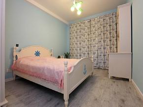 現代溫馨臥室裝修效果圖